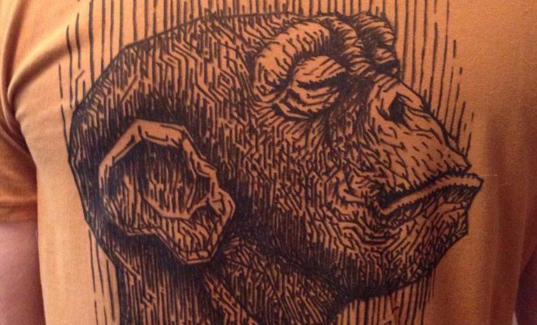 рисунок на футболке маркером